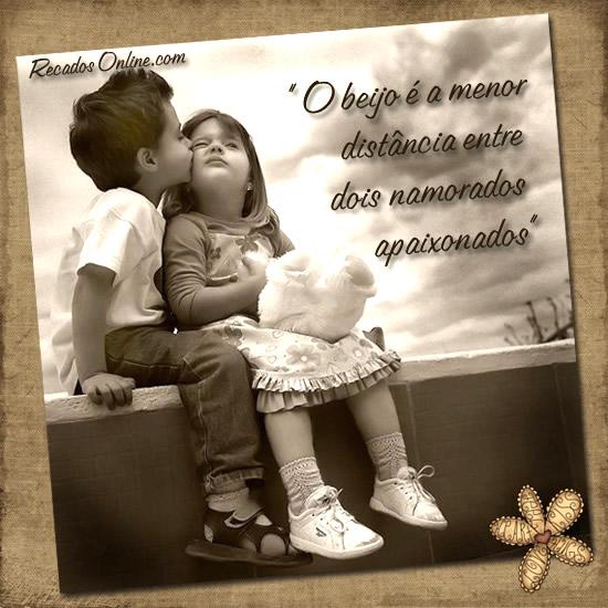 O beijo é a menor distância entre dois namorados apaixonados.